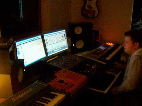 Cutheta producing a beat for his producer Album