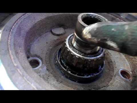 как поменять на переднем колесе шпильки на шеви ниве