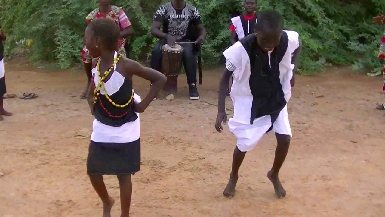 Download Enfants dansent  Ngel culture sérère au  'pays' de Léopold Sédar Senghor