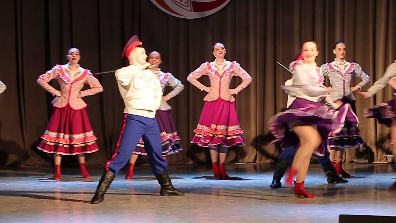 Танцы с задиранием юбок
