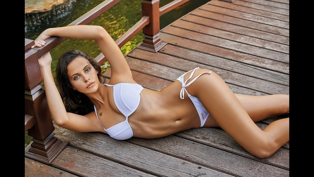 Top 7 Hottest & Sexiest Female Fitness Models