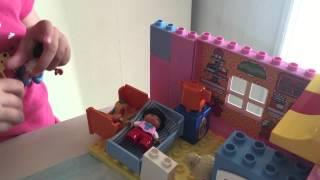Играем в lego duplo 10527 скорая помощь и 10505 кукольный дом(Играем с наборами lego duplo 10527 скорая помощь и 10505 кукольный дом и ледяные фигуры., 2015-05-26T15:12:29.000Z)