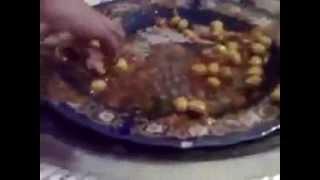 فن أكل اللحم والدجاج في الأعراس  بالمغرب