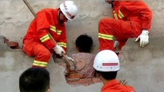 China: wall woman rescued - no comment