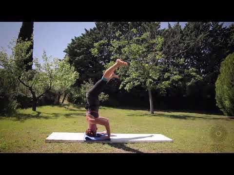 Amanda Dee  headstand variations