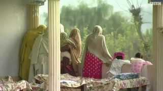 Repeat youtube video پاکستان ۔ والدین نے اپنی پندرہ سالہ بیٹی کو مار ڈالا.