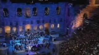 الموسيقار العالمي ياني في احد حفلاته yani music