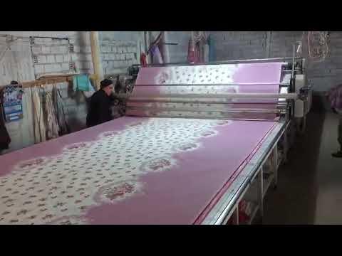 3f55c08bc3f0b Denizli'de toptan nevresim imalatçılarından Akış Konfeksiyon Pamuklu kumaş  pastala serme işlemi