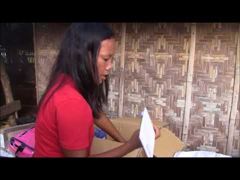 CRYING LADY IN SHOCK WHY A STRANGER SEND A BALIKBAYAN BOX FROM ENGLAND