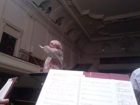 Jerzy  Maksymiuk w Filharmonii Narodowej(fragm.próby)