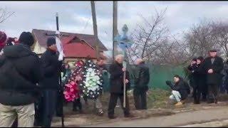 Похороны Ирины Ноздровской. Процессия движется на старое кладбище Демидова   Страна.ua