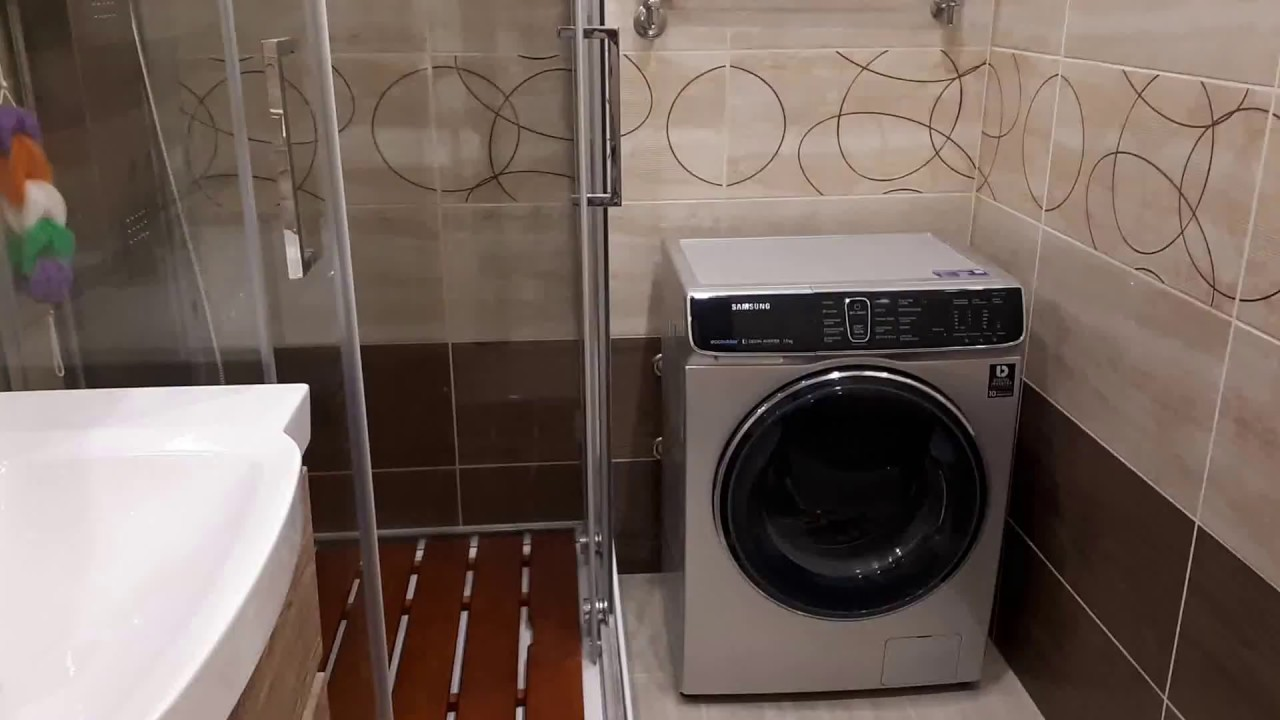 дизайн маленькой ванной комнаты с душевой кабиной и стиральной машиной 7