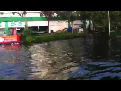 Flood in Bangkok vibhavadi-rangsit rd.