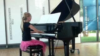 Ellen playing piano, Schulz-Weida, Sonatine G-Dur, 1.Satz