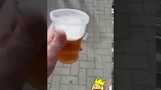 Biertje omdraaien zonder morsen op PinkPop