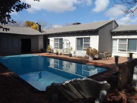 5 bedroom House For Sale in Royldene, Kimberley, Northern Cape for ZAR 2,996,000