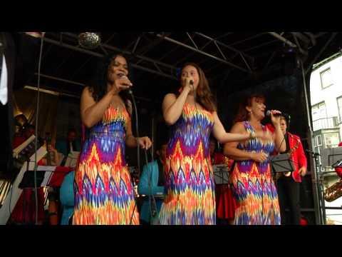 De Big Salsa Band tijdens het Big Rivers Festival 2016.