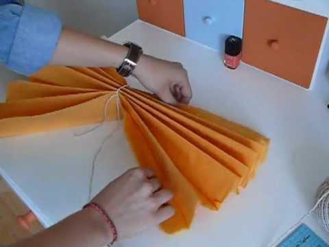 Diy d co pompon en papier de soie youtube - Comment faire des decoration de noel en papier ...