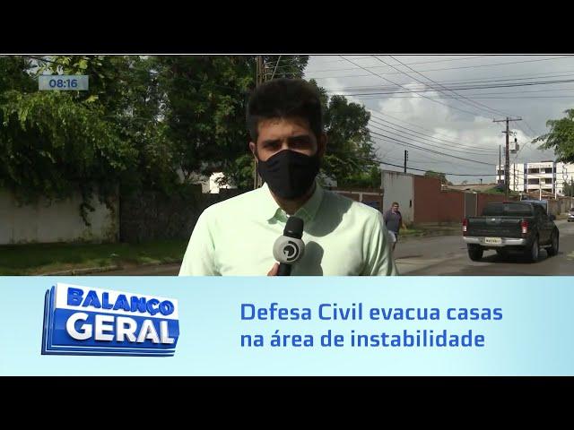 Risco de desabamento: Defesa Civil evacua duas casas na área de instabilidade