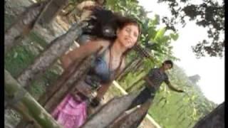 Navhan Ke Dil Dhadke [Full Song] Aankh Maare Odhni Hata Ke