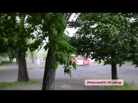 Видео 'Новости-N':  В Николаеве после жаркого утра пустился сильный ливень
