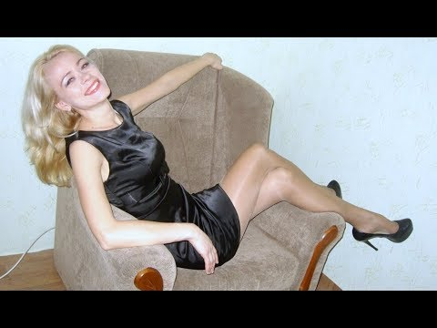 older-women-in-mini-dress,-high-heels-&-tights