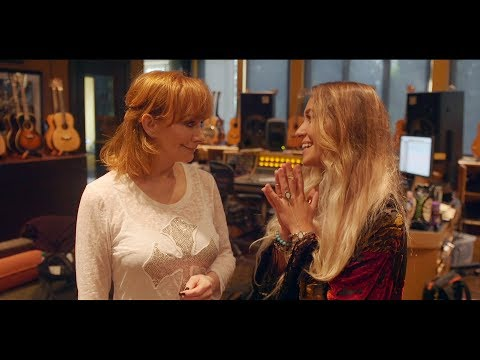 Reba's MY KIND OF CHRISTMAS Behind The Scenes - Reba & Laure