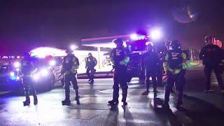 Usa, afroamericano ucciso da agente di polizia: seconda notte di scontri a Minneapolis