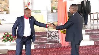 shuhudia wachawi wakijisalimisha mbele ya Nabii Paul Bendera