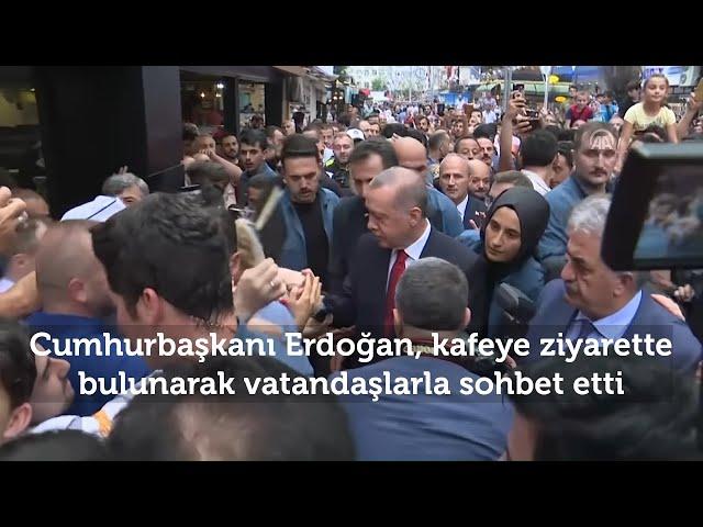 Cumhurbaşkanı Erdoğan, kafeye ziyarette bulunarak vatandaşlarla sohbet etti