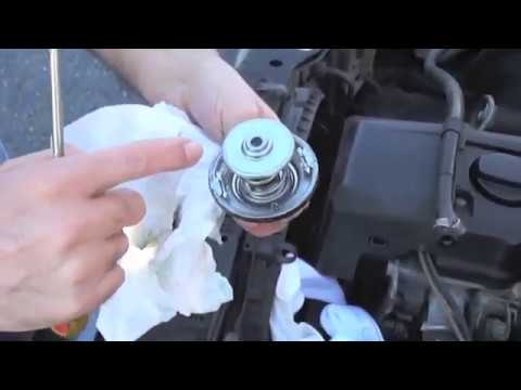 Mercedes 190E 2.6 (W201, M103) - Thermostat Replacement