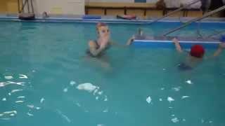 А Ваша малышка умеет танцевать на воде? Каролине 1,7. Киев, Немо. Январь, 2015.