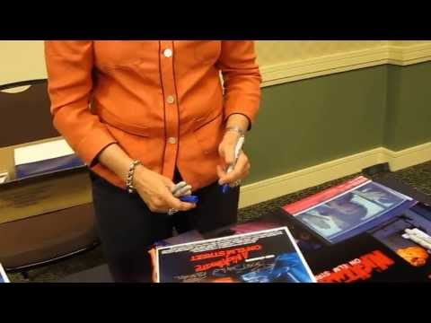Elm Street Icon Heather Langenkamp giving the sharpie a workout signing for Sweetly Signed!!