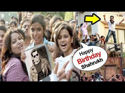 Salman Khan Fans Come To Wish Shahrukh On His 5 3 rd Birthday 2018 In front of Mannat