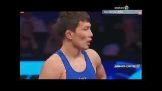 Сегодня утром в Якутск прилетел бронзовый призер чемпионата мира по вольной борьбе Виктор Лебедев