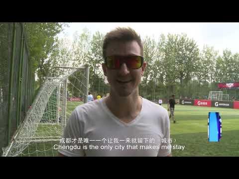 British Gentleman Plays Flying Disc in Chengdu