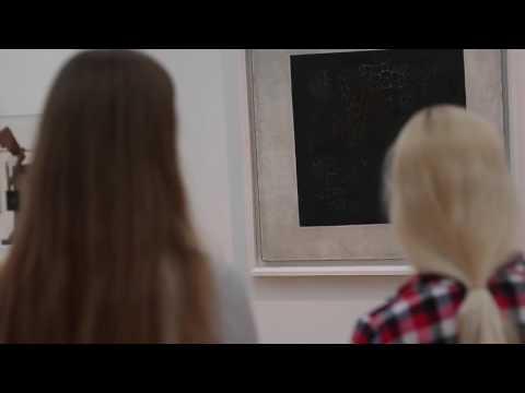 Жесть , полуголые модели в Третьяковской галереи