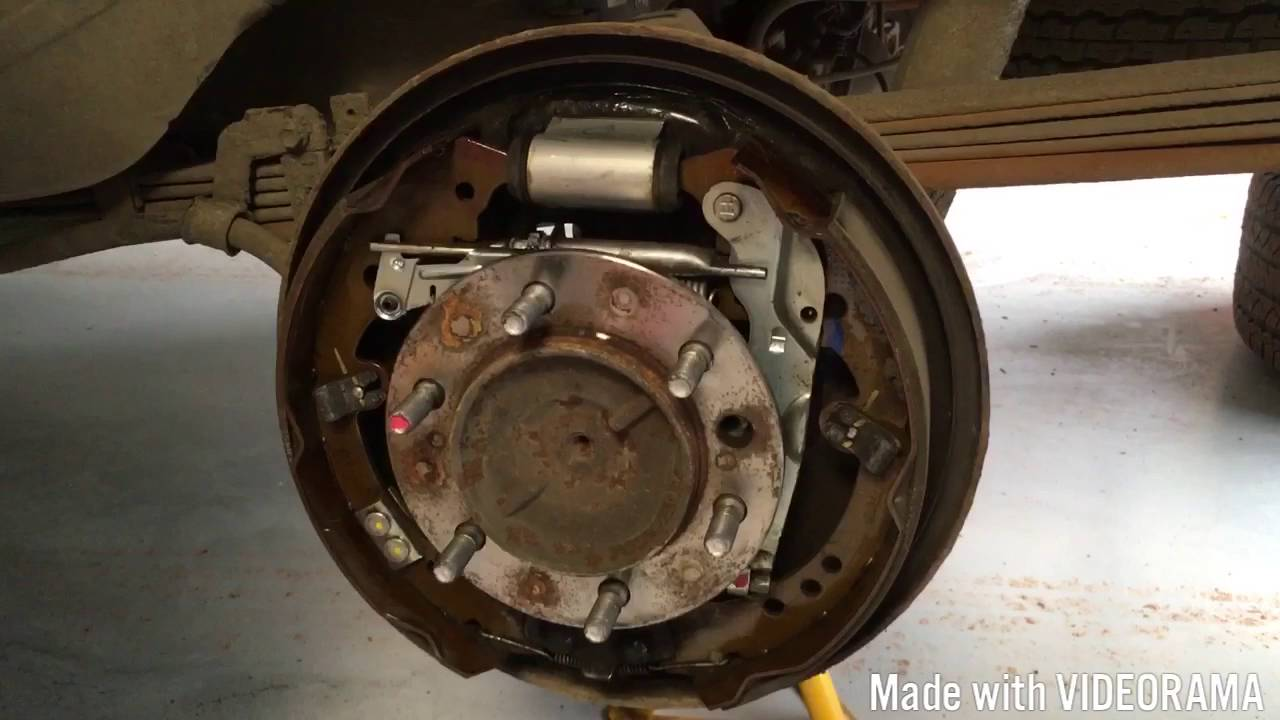 Rear Brake Service and inspection on Toyota Hilux Mk6 Mk7