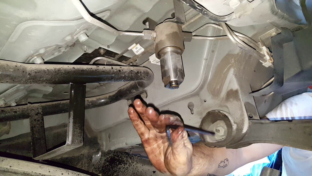 how to change a fuel filter on a cng honda civic youtubehow to change a fuel [ 1280 x 720 Pixel ]