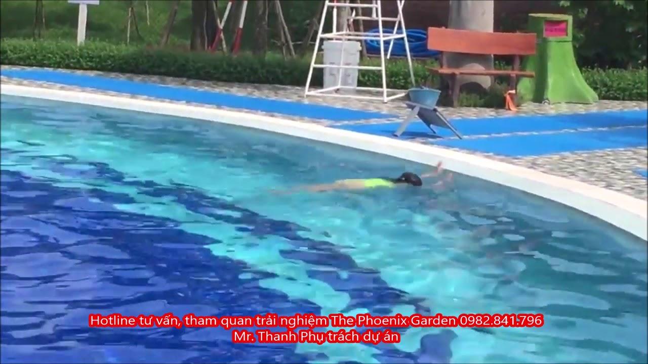 Bể bơi The Phoenix Garden con mắt ngọc với bờ mi thông xanh biếc