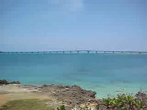 西平安名崎から池間大橋を望む