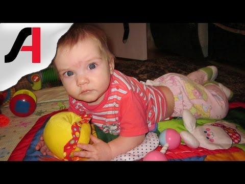 Во сколько месяцев ребенок начинает переворачиваться? Ребенок переворачивается видео.