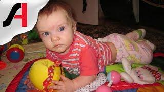 Во сколько месяцев ребенок начинает переворачиваться? Ребенок переворачивается видео.(Во сколько месяцев ребенок начинает переворачиваться? У нас Саша начала самостоятельно переворачиваться..., 2016-02-17T13:00:02.000Z)