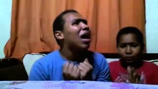 Irmãos monocelha cantando Marimar