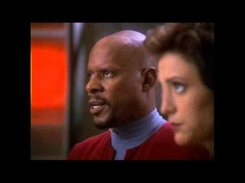 Star Trek Deep Space 9 - Original Screen Used DS9 Model and Weapons