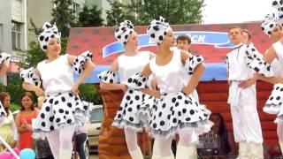 Народные танцы на празднике «Лето Первомайское» в Бобруйске.(Народно-креативные танцульки на празднике «Лето Первомайское» 26.06.15г. Бобруйск. Видеосъёмка концерты,..., 2015-07-04T07:52:40.000Z)