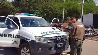 Dos jóvenes detenidos por transportar marihuana en una moto
