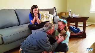 Как подарили котёнка  Смешные эмоции при получении в подарок котёнка