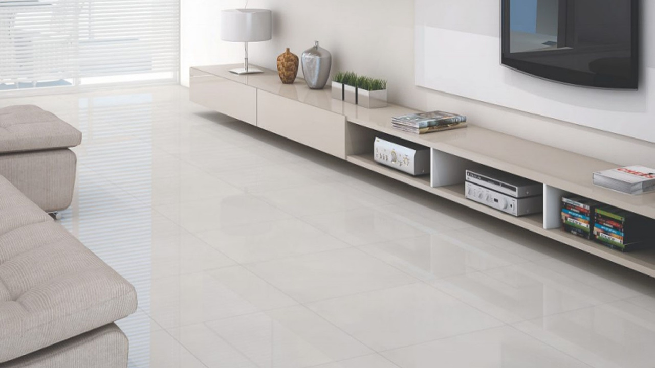 Trocando piso laminado de madeira por porcelanato branco for Pisos de porcelanato para sala