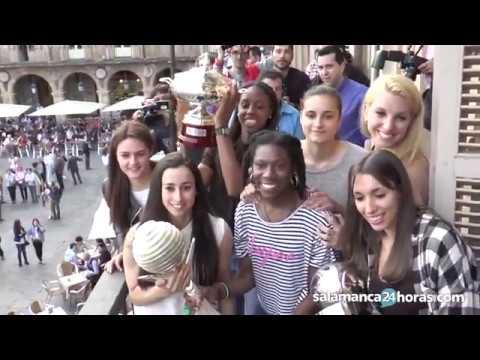 Perfumerías Avenida celebra el triplete con su afición en Salamanca